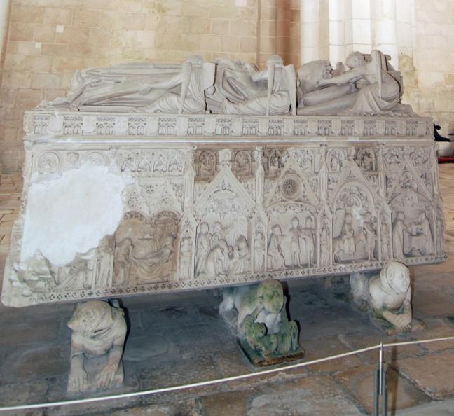 03 Tijdens de Franse invasie hebben soldaten de graven vernield verkleind