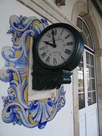 Oud uurwerk op station