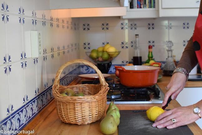 Stoofpeertjes citroenen snijden